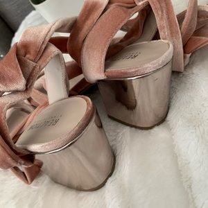 Reaction Kenneth Cole Shoes - Lovely velvet pink ballerina style shoes